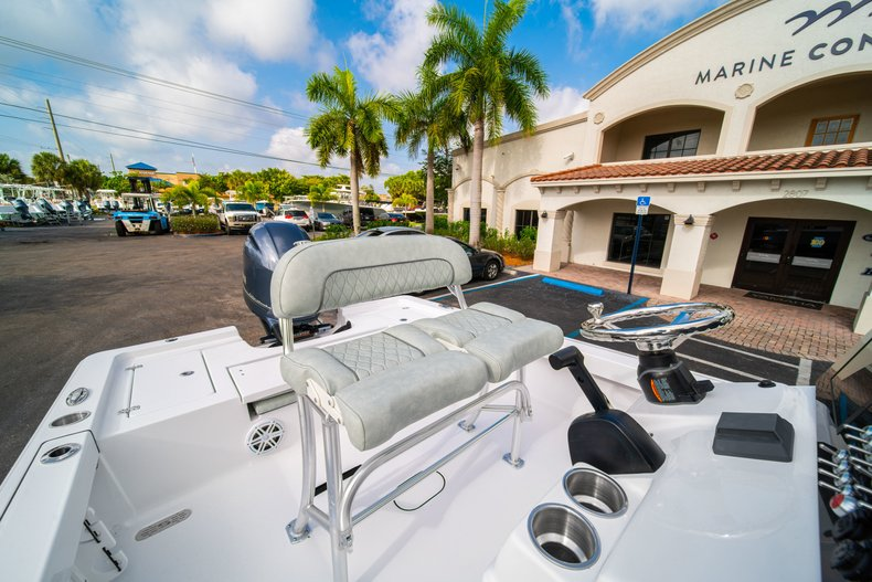 Thumbnail 24 for New 2020 Sportsman Masters 207 Bay Boat boat for sale in Vero Beach, FL