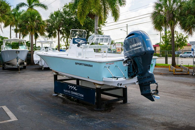 Thumbnail 5 for New 2020 Sportsman Masters 207 Bay Boat boat for sale in Vero Beach, FL