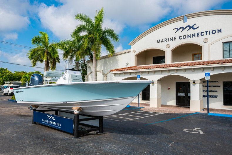 Thumbnail 1 for New 2020 Sportsman Masters 207 Bay Boat boat for sale in Vero Beach, FL