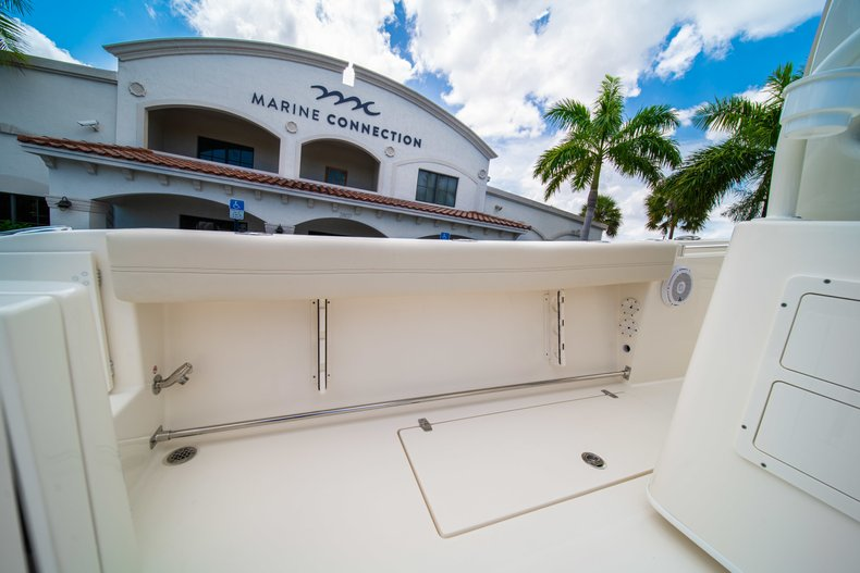 Thumbnail 17 for New 2019 Cobia 280 Center Console boat for sale in Miami, FL
