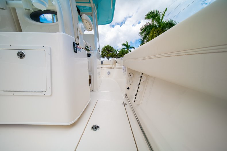 Thumbnail 16 for New 2019 Cobia 280 Center Console boat for sale in Miami, FL