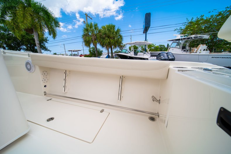 Thumbnail 15 for New 2019 Cobia 280 Center Console boat for sale in Miami, FL