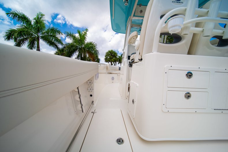 Thumbnail 18 for New 2019 Cobia 280 Center Console boat for sale in Miami, FL