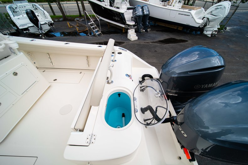 Thumbnail 9 for New 2019 Cobia 280 Center Console boat for sale in Miami, FL