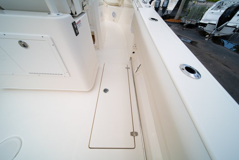 Thumbnail 22 for New 2019 Cobia 280 Center Console boat for sale in Miami, FL
