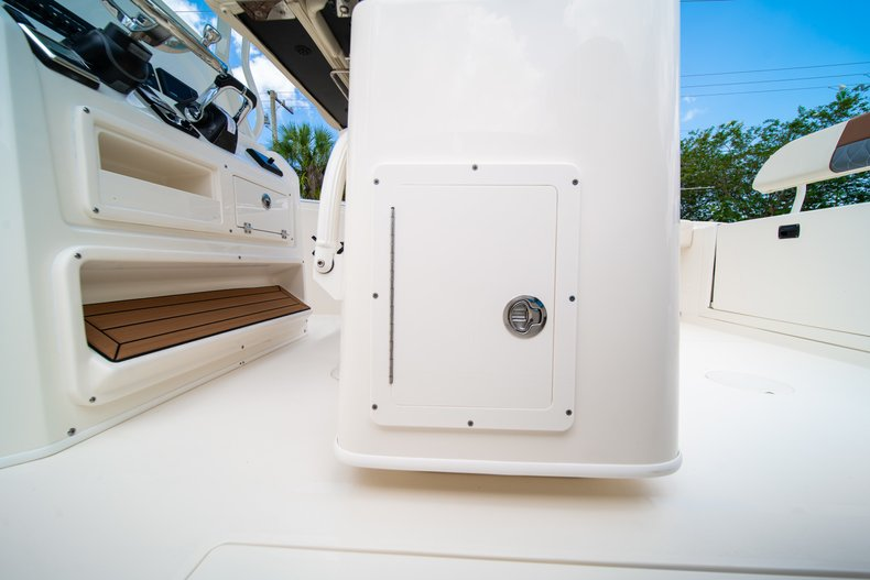 Thumbnail 24 for New 2019 Cobia 280 Center Console boat for sale in Miami, FL