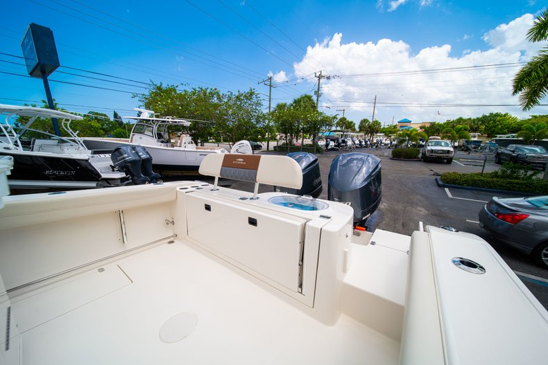 Thumbnail 11 for New 2019 Cobia 280 Center Console boat for sale in Miami, FL