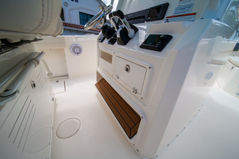 Thumbnail 34 for New 2019 Cobia 280 Center Console boat for sale in Miami, FL