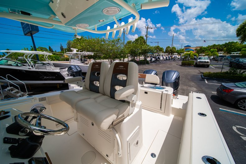Thumbnail 33 for New 2019 Cobia 280 Center Console boat for sale in Miami, FL