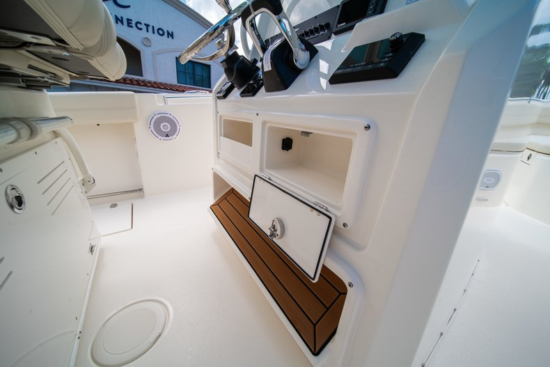 Thumbnail 35 for New 2019 Cobia 280 Center Console boat for sale in Miami, FL