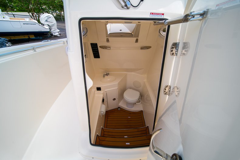 Thumbnail 44 for New 2019 Cobia 280 Center Console boat for sale in Miami, FL