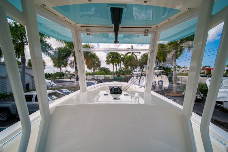 Thumbnail 28 for New 2019 Cobia 280 Center Console boat for sale in Miami, FL