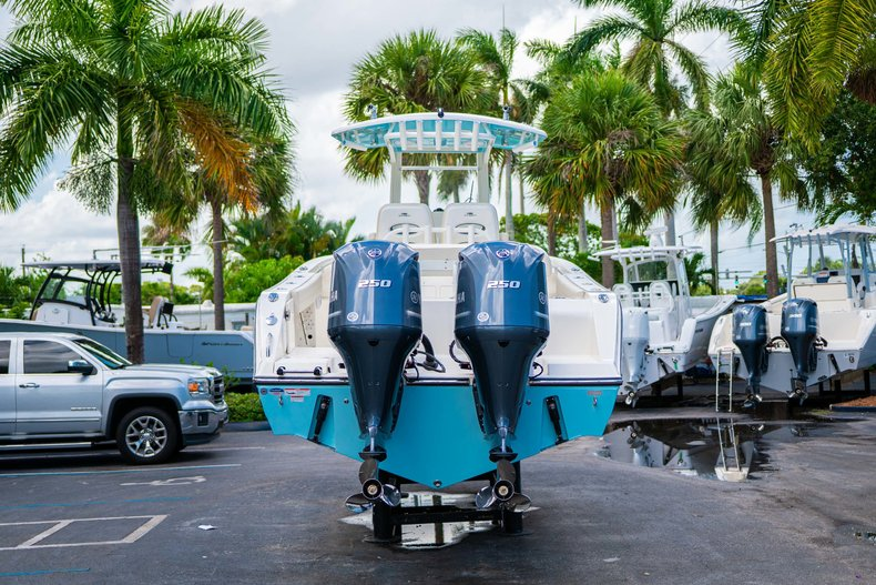 Thumbnail 6 for New 2019 Cobia 280 Center Console boat for sale in Miami, FL