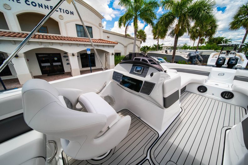 Thumbnail 16 for New 2020 Hurricane 218 SunDeck Sport OB boat for sale in West Palm Beach, FL