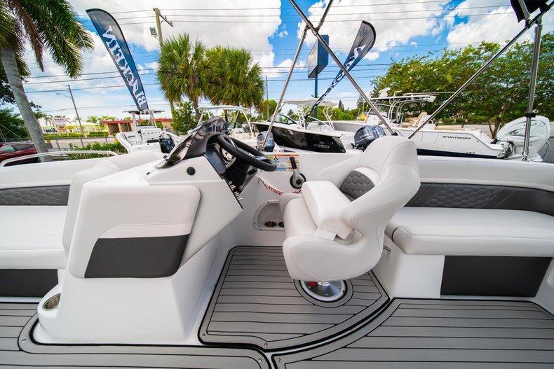 Thumbnail 18 for New 2020 Hurricane 218 SunDeck Sport OB boat for sale in West Palm Beach, FL