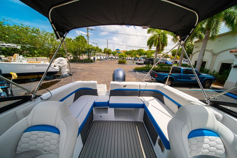Thumbnail 9 for New 2020 Hurricane 217 SunDeck OB boat for sale in West Palm Beach, FL