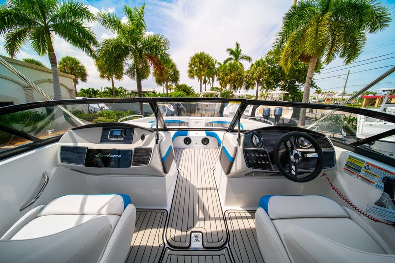 Thumbnail 14 for New 2020 Hurricane 217 SunDeck OB boat for sale in West Palm Beach, FL