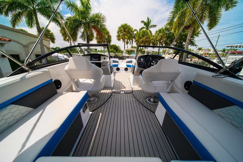 Thumbnail 8 for New 2020 Hurricane 217 SunDeck OB boat for sale in West Palm Beach, FL