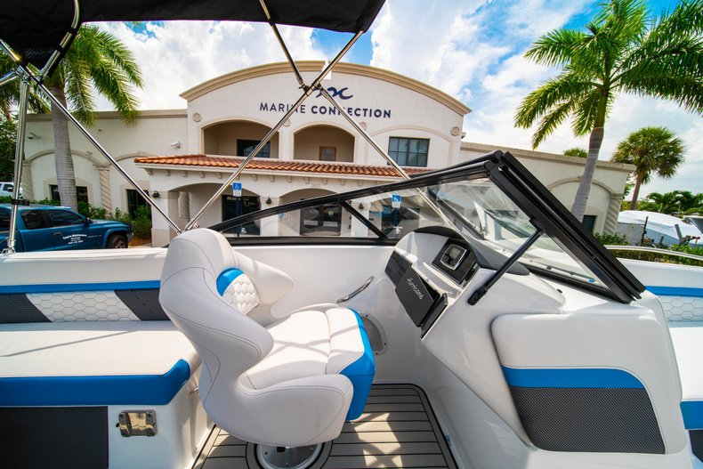 Thumbnail 19 for New 2020 Hurricane 217 SunDeck OB boat for sale in West Palm Beach, FL