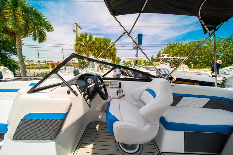 Thumbnail 18 for New 2020 Hurricane 217 SunDeck OB boat for sale in West Palm Beach, FL