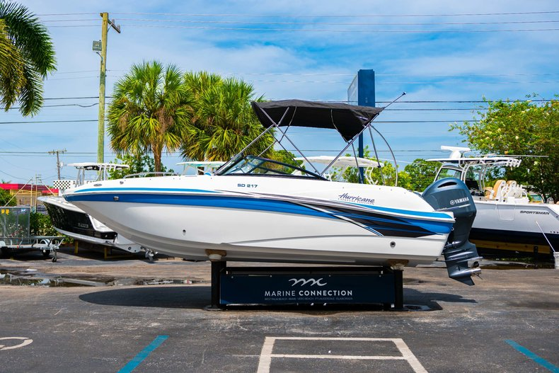Thumbnail 4 for New 2020 Hurricane 217 SunDeck OB boat for sale in West Palm Beach, FL