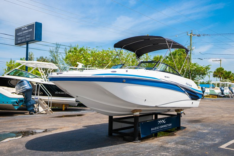 Thumbnail 3 for New 2020 Hurricane 217 SunDeck OB boat for sale in West Palm Beach, FL