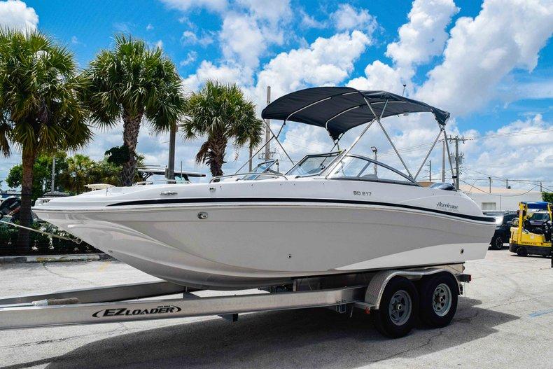 Thumbnail 3 for New 2020 Hurricane 217 SunDeck OB boat for sale in Fort Lauderdale, FL