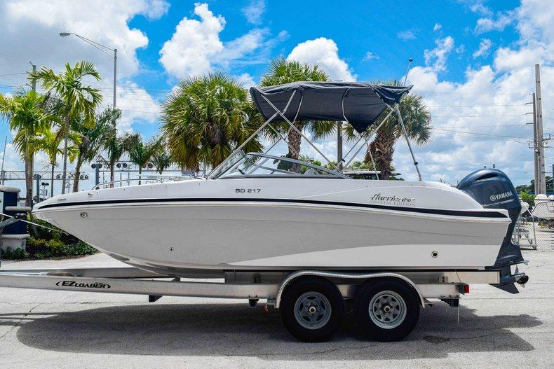 Thumbnail 4 for New 2020 Hurricane 217 SunDeck OB boat for sale in Fort Lauderdale, FL