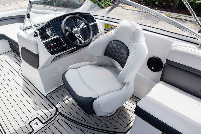 Thumbnail 21 for New 2020 Hurricane 217 SunDeck OB boat for sale in Fort Lauderdale, FL