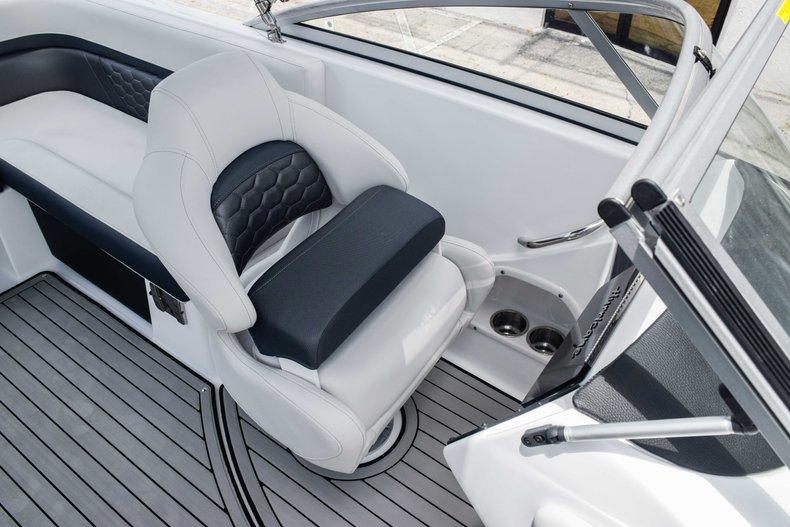Thumbnail 32 for New 2020 Hurricane 217 SunDeck OB boat for sale in Fort Lauderdale, FL
