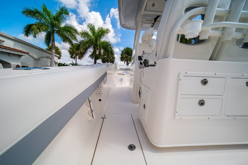 Thumbnail 20 for New 2019 Cobia 280 Center Console boat for sale in West Palm Beach, FL