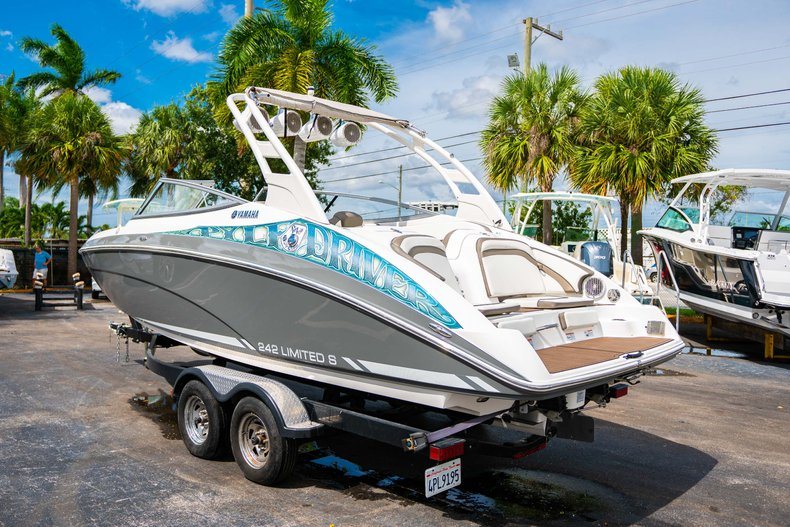 Thumbnail 5 for Used 2015 Yamaha 242 Limited S boat for sale in West Palm Beach, FL
