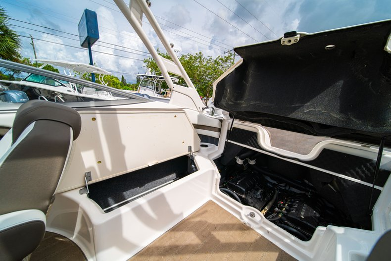 Thumbnail 16 for Used 2015 Yamaha 242 Limited S boat for sale in West Palm Beach, FL