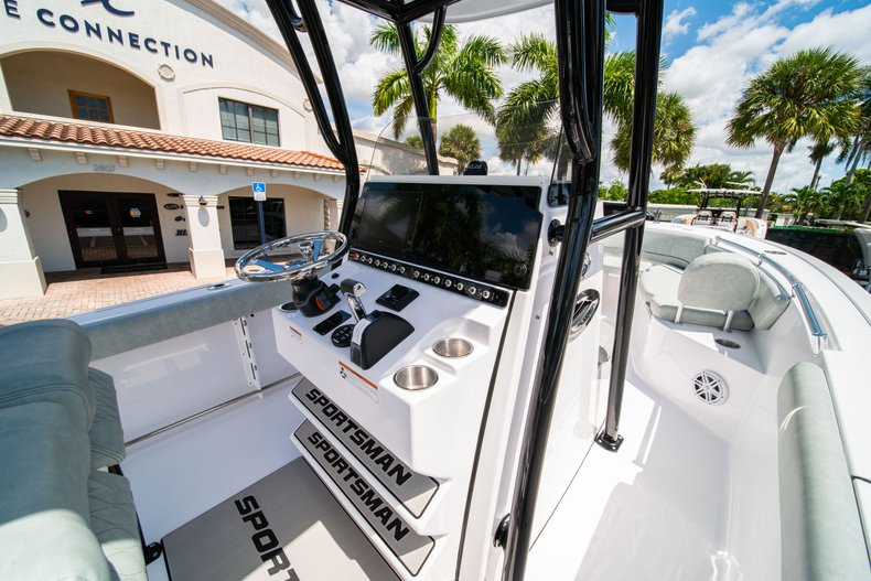 Thumbnail 22 for New 2019 Sportsman Open 242 Center Console boat for sale in Fort Lauderdale, FL