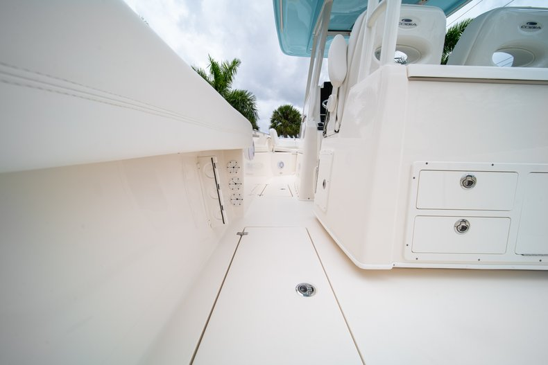 Thumbnail 23 for New 2019 Cobia 301 CC Center Console boat for sale in West Palm Beach, FL
