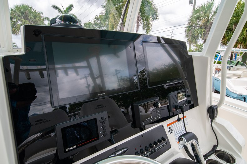 Thumbnail 28 for New 2019 Cobia 301 CC Center Console boat for sale in West Palm Beach, FL