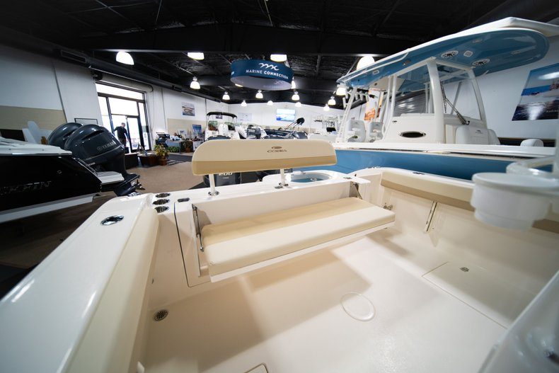 Thumbnail 9 for New 2020 Cobia 280 Center Console boat for sale in West Palm Beach, FL