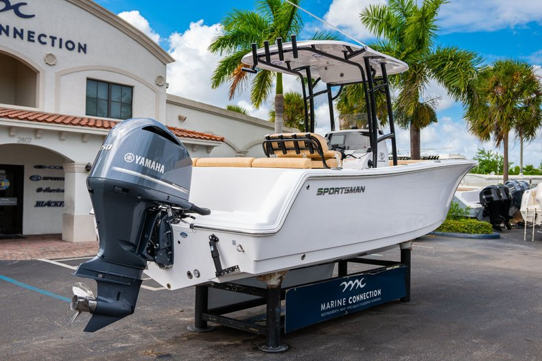 Thumbnail 7 for New 2020 Sportsman Heritage 231 Center Console boat for sale in West Palm Beach, FL