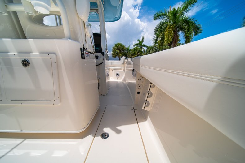 Thumbnail 17 for New 2020 Cobia 280 Center Console boat for sale in West Palm Beach, FL
