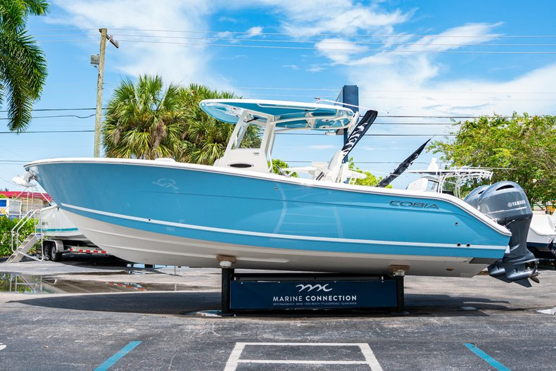 Thumbnail 4 for New 2020 Cobia 280 Center Console boat for sale in West Palm Beach, FL