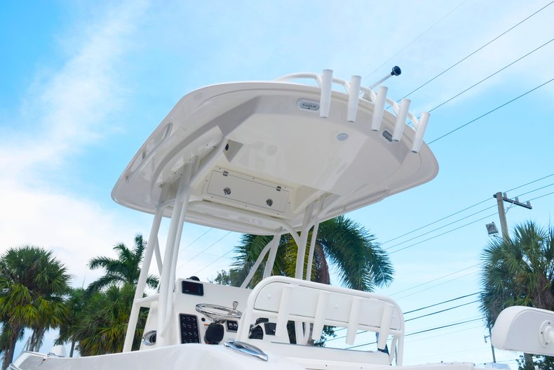 Thumbnail 8 for New 2020 Cobia 237 Center Console boat for sale in Fort Lauderdale, FL