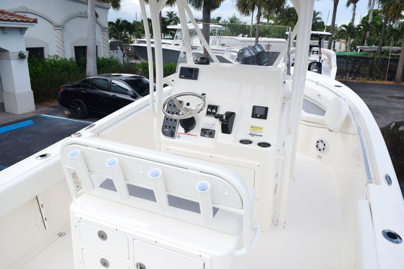 Thumbnail 17 for New 2020 Cobia 237 Center Console boat for sale in Fort Lauderdale, FL