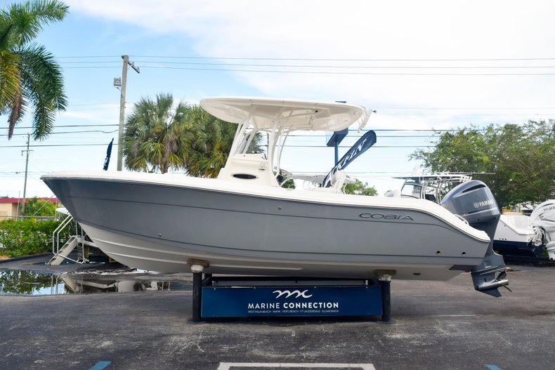 Thumbnail 4 for New 2020 Cobia 237 Center Console boat for sale in Fort Lauderdale, FL