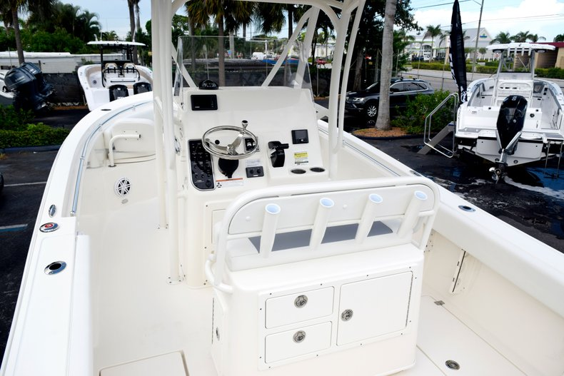 Thumbnail 10 for New 2020 Cobia 237 Center Console boat for sale in Fort Lauderdale, FL
