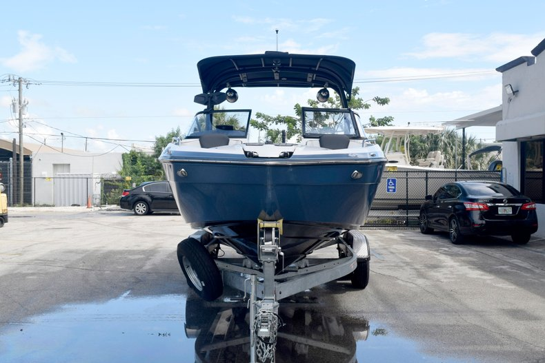Thumbnail 2 for Used 2018 Yamaha 242 LIMITED S E-SERIES boat for sale in Fort Lauderdale, FL