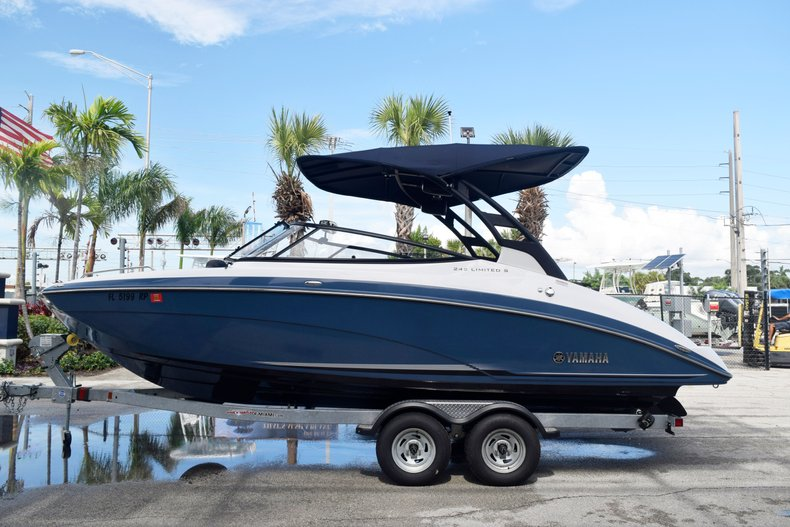 Used 2018 Yamaha 242 LIMITED S E-SERIES boat for sale in Fort Lauderdale, FL
