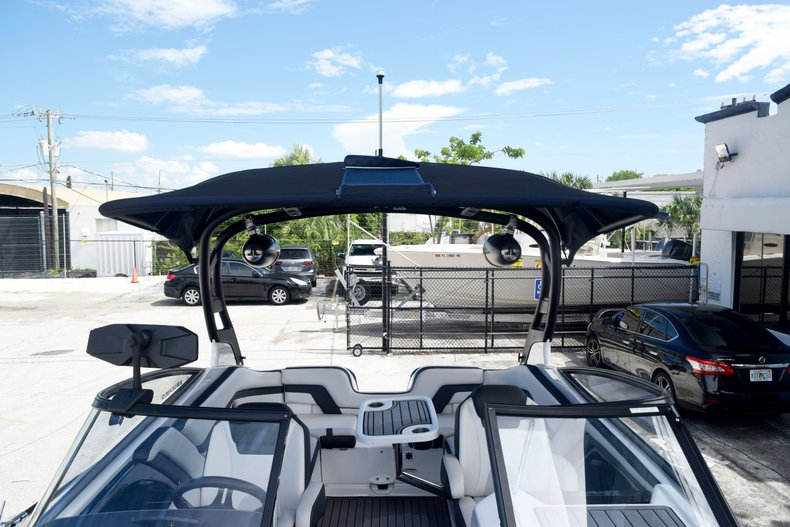 Thumbnail 81 for Used 2018 Yamaha 242 LIMITED S E-SERIES boat for sale in Fort Lauderdale, FL