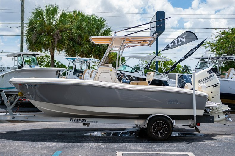 Thumbnail 4 for Used 2017 Pioneer Sportfish 202 boat for sale in West Palm Beach, FL