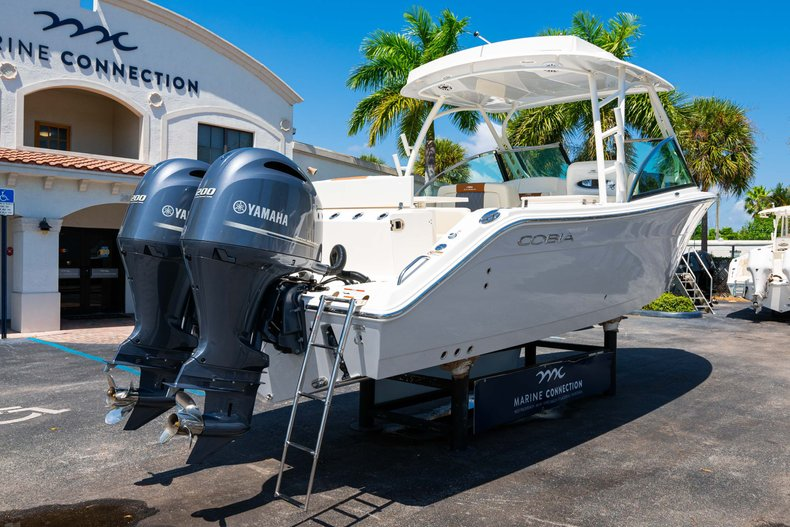 Thumbnail 7 for New 2020 Cobia 280 DC Dual Console boat for sale in West Palm Beach, FL