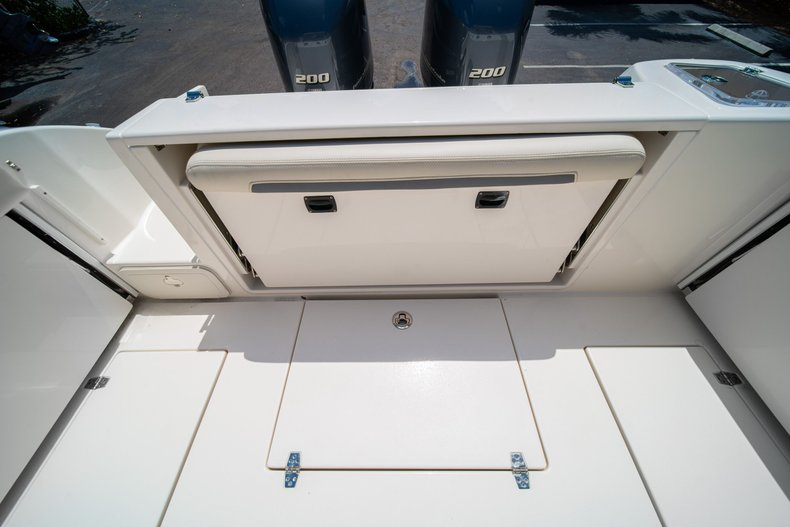 Thumbnail 16 for New 2020 Cobia 280 DC Dual Console boat for sale in West Palm Beach, FL